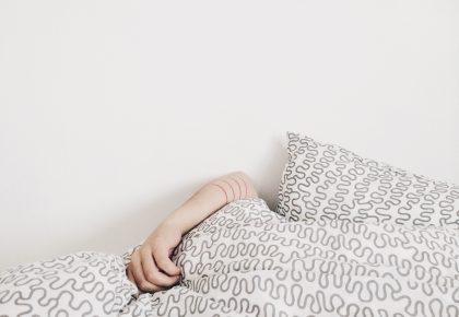 elizabeth lies PIQCA1ReSgU unsplash 420x290 - Sengetøj har stor betydning for den gode nattesøvn