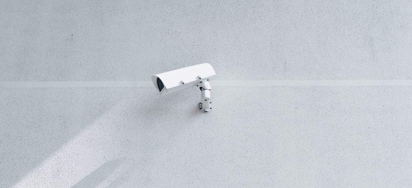 srh hrbch xJc frJbuw unsplash 840x385 - Derfor har din virksomhed brug for et alarmsystem