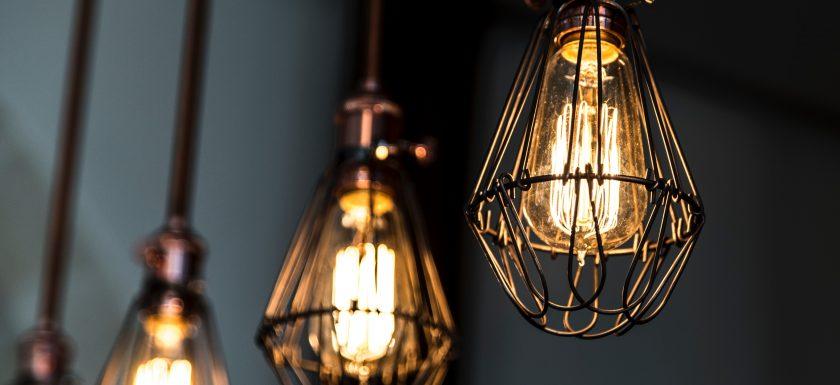 francesco casalino tplY9UrKtV4 unsplash 840x385 - LED pærer sparer dig for mange penge