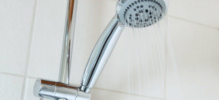 bath 2192 1280 840x385 - Sådan vælger du et brusesystem til dit badeværelse