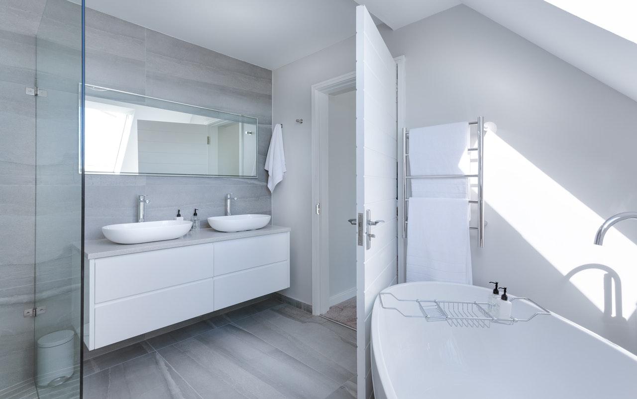 pexels jean van der meulen 1454804 - Mangler du en ny brusedør på badeværelset?
